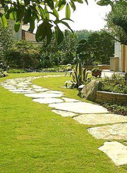 Укладка газона и дорожки